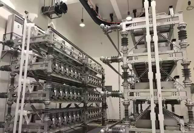 """如何把直流电""""掰弯""""成交流电?"""