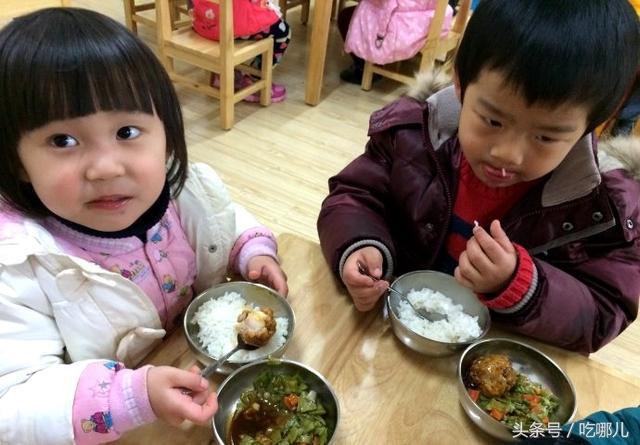 这些才是我们中国小朋友在幼儿园吃的午餐,比国外的好吃一百倍!