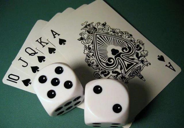 終于知道普通撲克牌三張牌炸金花出千必勝技巧最簡單基本功