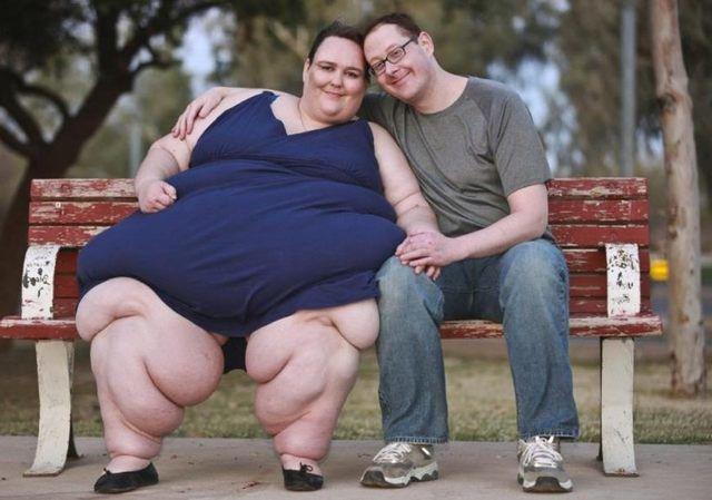 世界上最胖的人1400斤_这个女人是全世界最胖的人,重达1400斤,为了不被超过,她还在继续增肥.