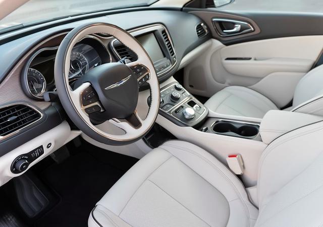 售价16万的美系豪车, 车长4米9, V6发动机, 气场不输奔驰