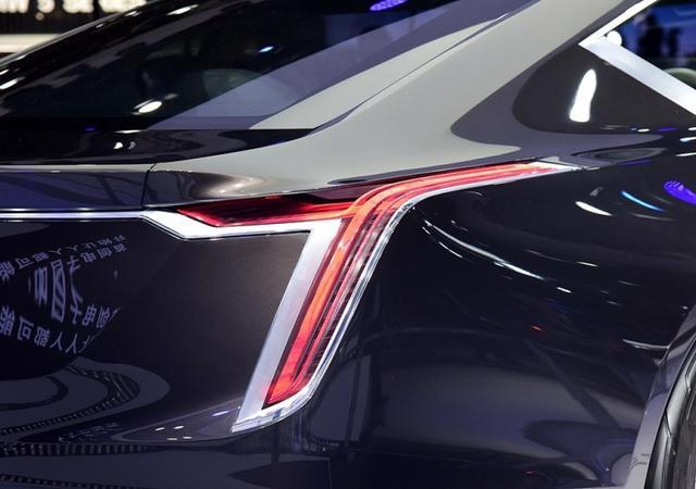 凯迪拉克CT8登场,怒怼宝马7系奔驰S级,不到80万起必火!