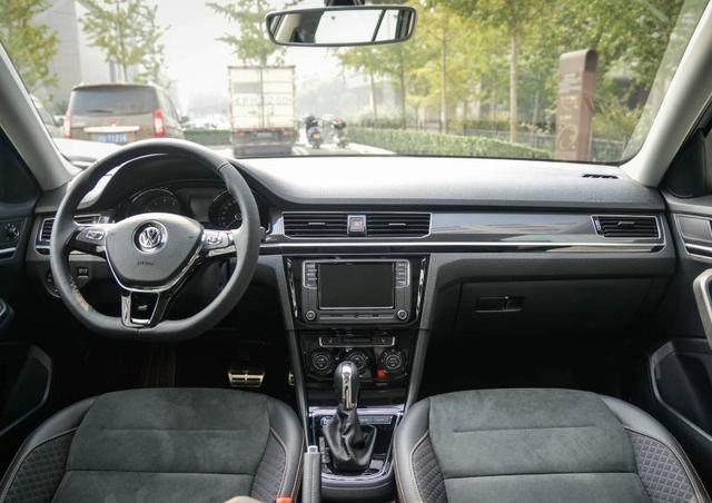 大众全新款轿车,比宝来有颜值,长4米6,1.6L动力配ESP,卖12万