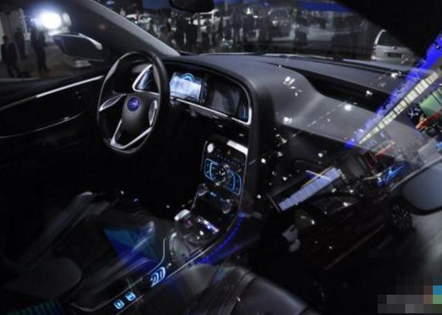 内饰方面,作为一款入门级家轿,夏利NS2的科技感还是十分抢眼的,高清图片