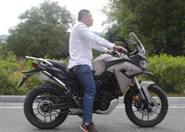 又一国产摩托搞大事情,隆鑫lx650拉力摩托问世!