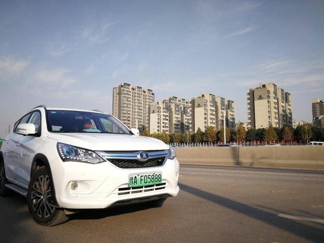 福州,青岛,郑州,中山,柳州,重庆,成都,昆明12个城市启用新能源汽车
