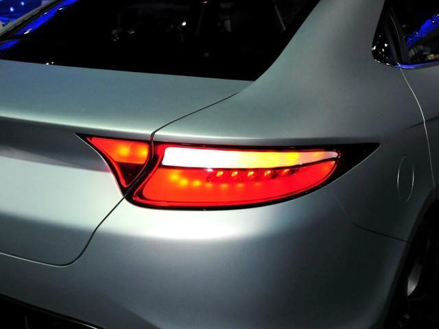 车身方面,新车夏利NS2腰线设计在贯穿在车身正中间,非常的有运动高清图片