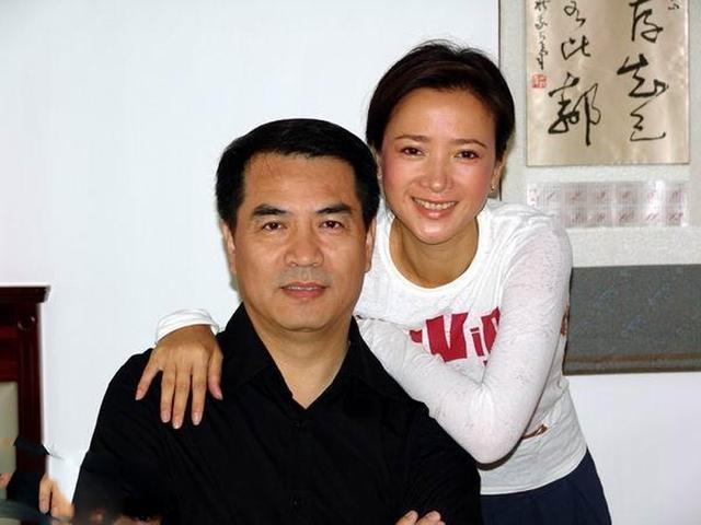 长得一脸正气的廖京生,原来他的妻子就是她,两人暂时不生孩子了
