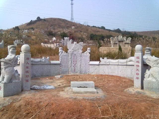 农村说:农村坟墓这几种情况的出现,必须选择迁墓否则后代恐遭难