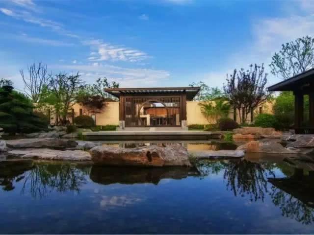 说到北方的中式案例就不得不提江南庭院鲜明的中式院落.室内设计工作室装修特色图片