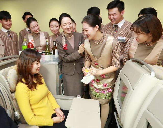 韩亚航空空姐_韩亚航空邀请中国空乘学子开展\