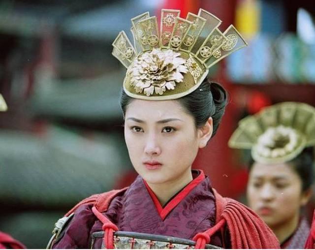 此人身为一代皇后,不仅貌美而且还能打仗,最后落得裸刑处死