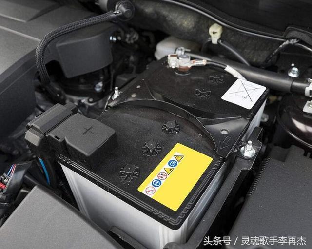 汽车电瓶加水图解