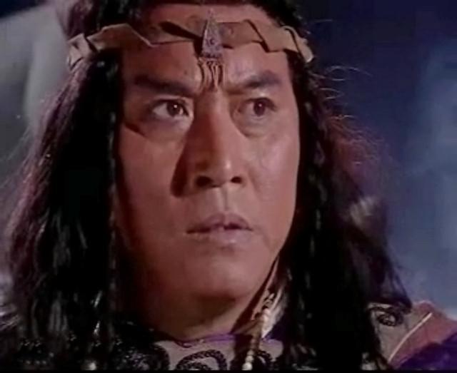 吴劲草本是锐金旗副使,后来接替庄铮,升任明教锐金使,职位跟周颠,说