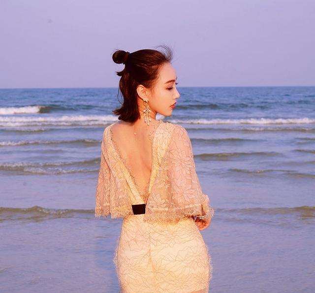 女生旗袍手绘侧脸朴素
