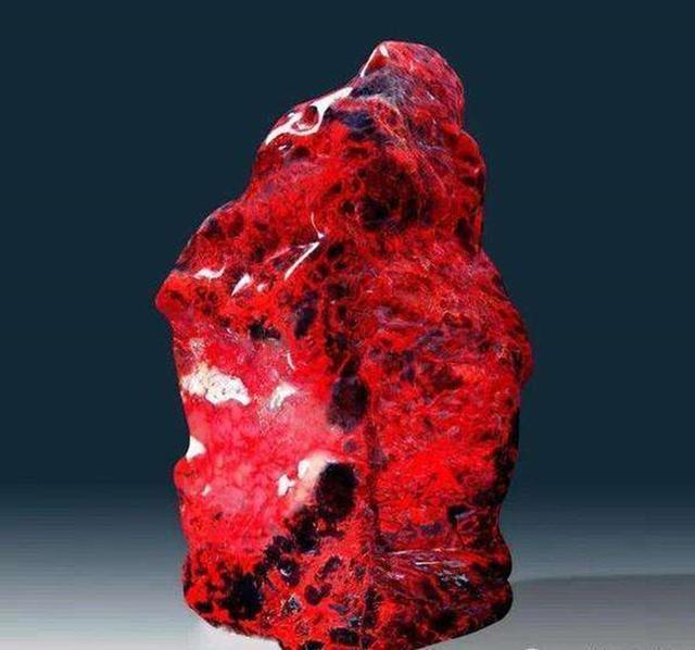 这块石头价值4亿元,堪称巴林石王,是鸡血石中的极品