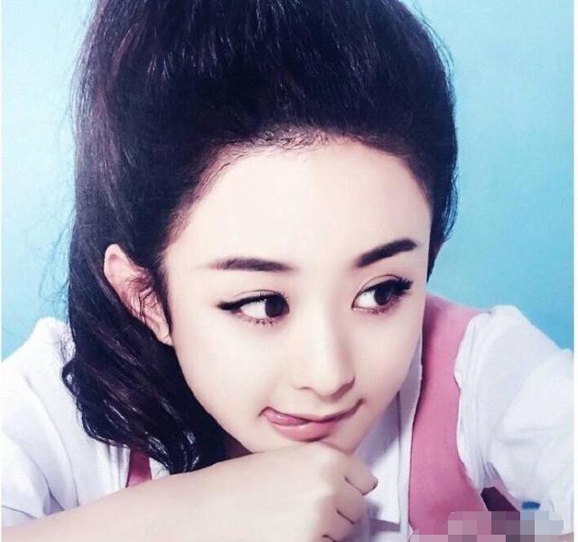 8位女明星吐舌头的照片,赵丽颖最可爱,杨幂销魂无比!