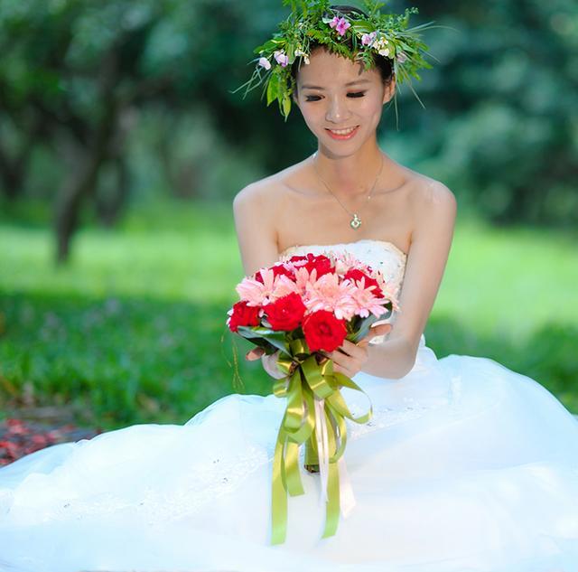 漂亮的新娘曾是我家孩子的家教老师,她也结婚了,嫁给了咸宁商人
