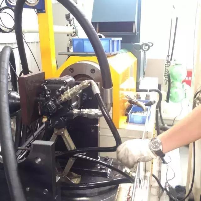 工程机械维修时,哪些事绝对不能做!