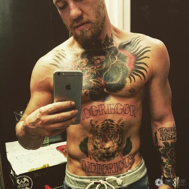 解密康纳纹身:胸前大猩猩曾让他痛到极致图片