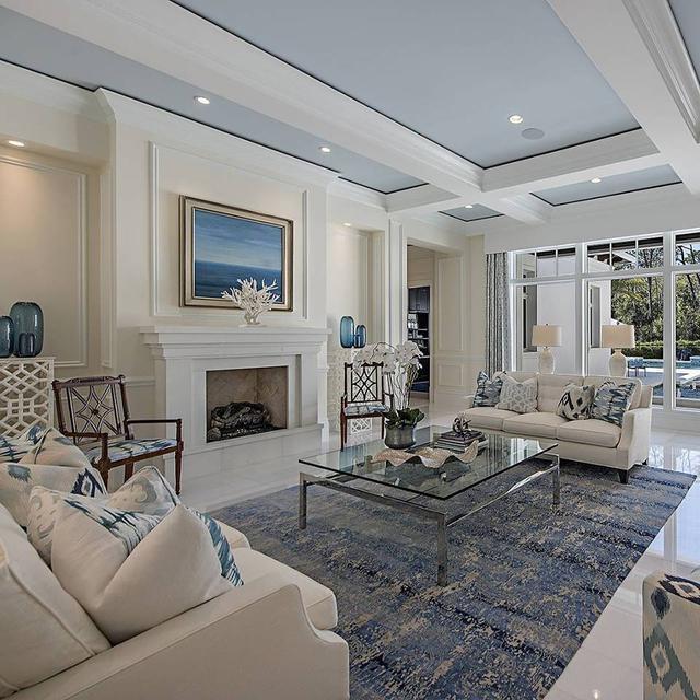 客厅吊顶很漂亮,但是一般普通住宅的挑高是不够做的,还是看看沙发和