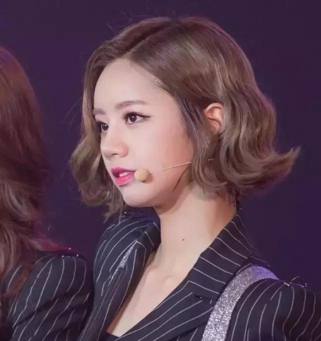 圆脸姑娘适合什么发型?短发会不会更显脸大?图片