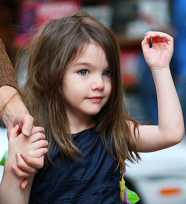阿汤哥女儿苏瑞近照长成亭亭玉立小美女, 基因也太强大了!