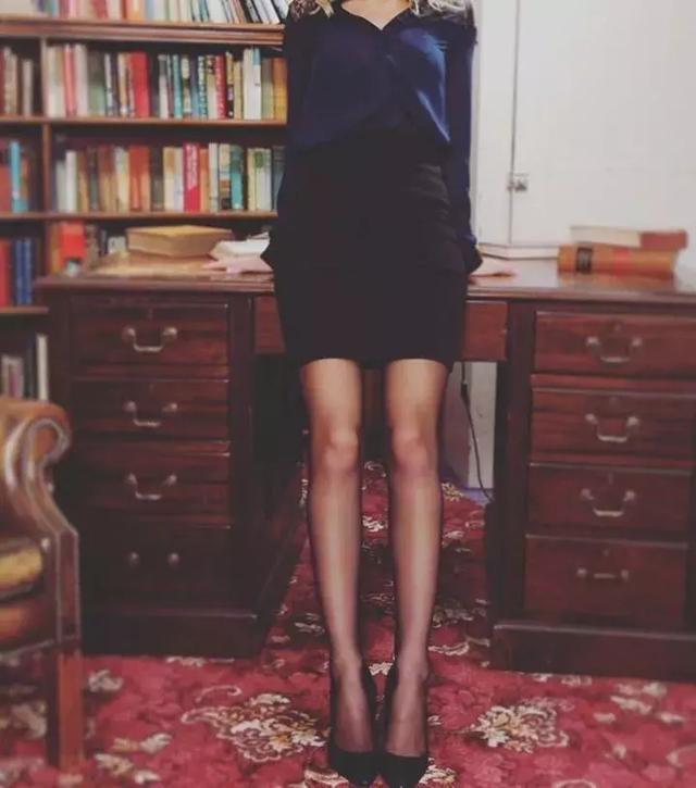丝袜故事丨深夜,女朋友让我证明爱她超过丝袜