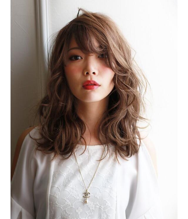 13款适合圆脸女生的中长发发型,大圆脸做这几款发型最