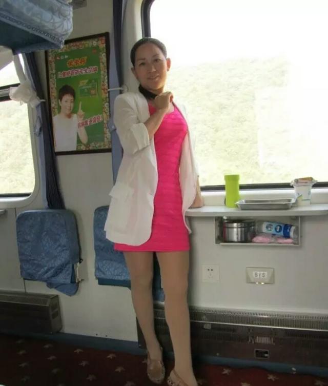 三十至四十熟女丝袜做爱_贵在真实的中老年模特—丝袜美熟女的火车旅程