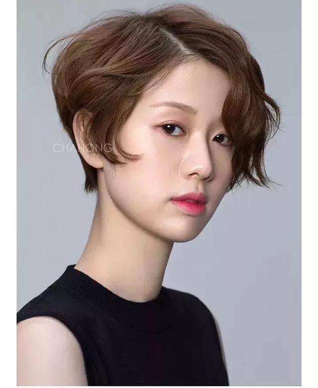 纠结长发or短发?圆脸,方脸女生这样选发型才最美!图片