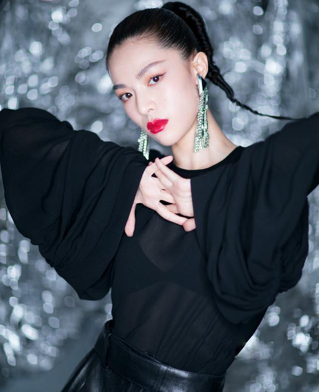 2017年华语娱乐圈最受瞩目新面孔非钟楚曦莫属