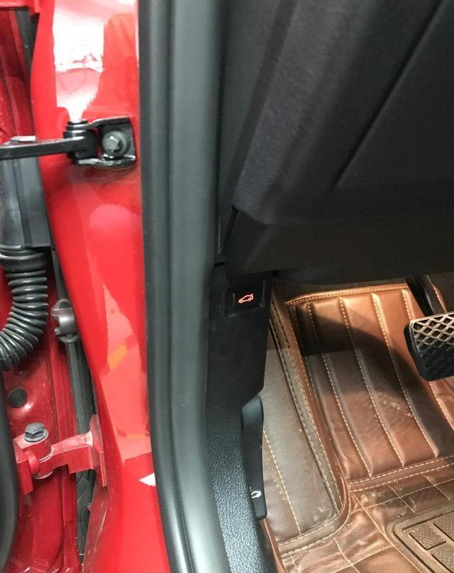车内控制后备箱开关
