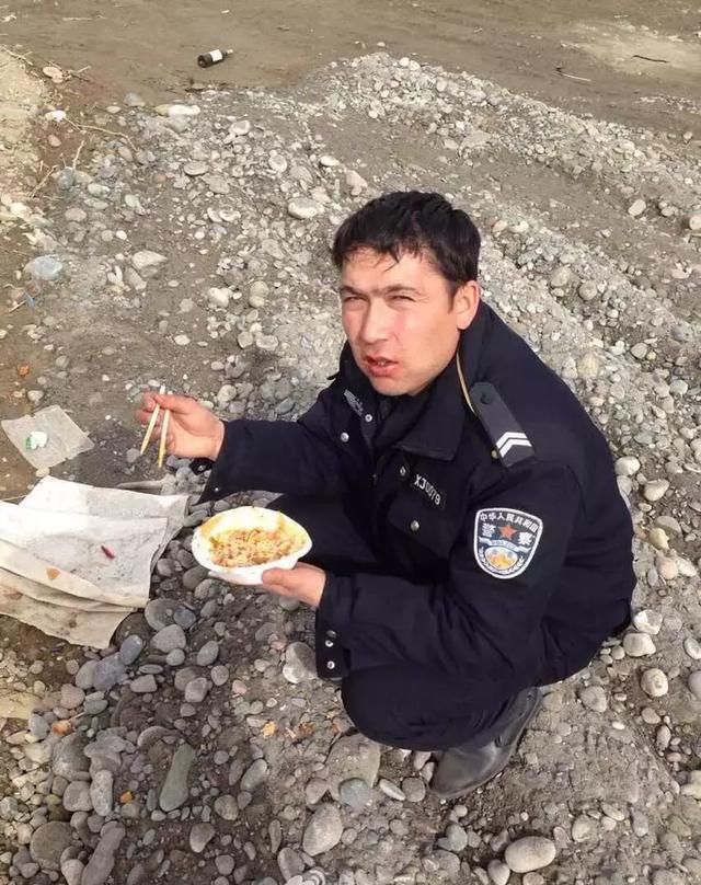 新疆图片春节大吃大喝和尚曝光!(多图有表情真相照片动态警察包图片