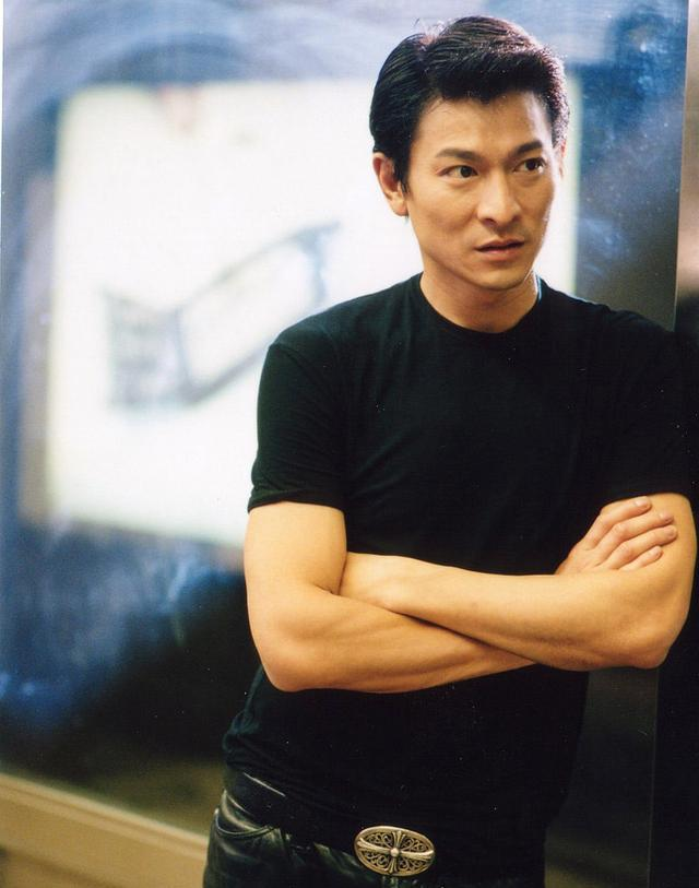 爆料:张曼玉出道之时被弃用,刘德华给曾志伟剪头发图片