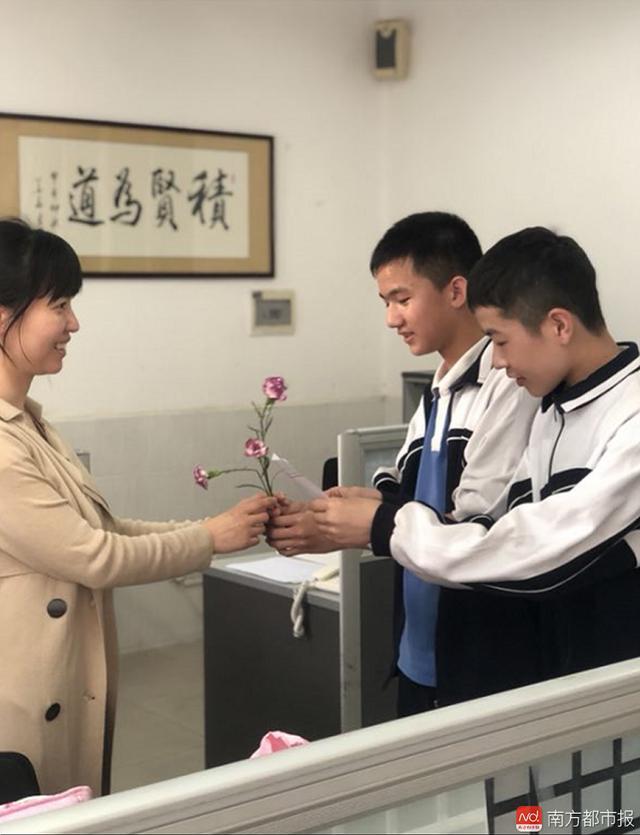 三八节深圳这群待遇怀念高中学生级女神老师受到图片