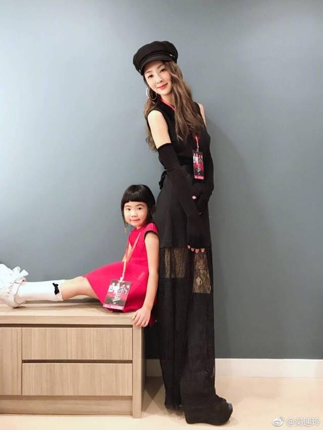 曹格女儿8岁长开了,五官开始变得像妈妈,网友:吴速玲