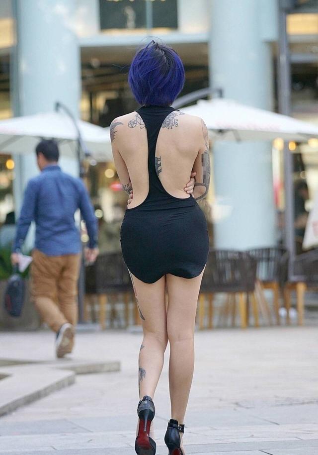 纹身大姐大_爱拍——个性独特的野性美女,这一身的纹身像个大姐大