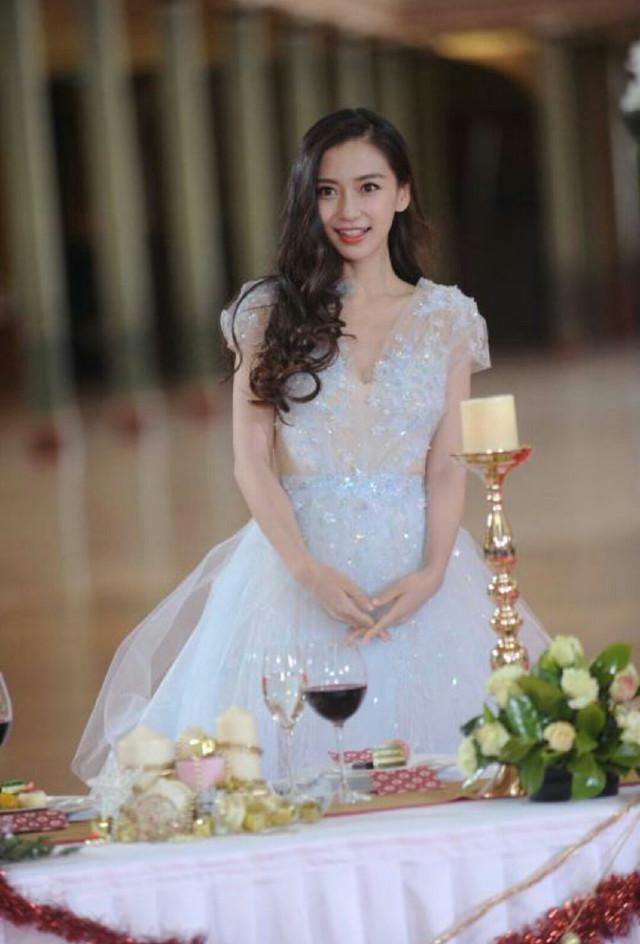 女星穿上公主裙后,网友直呼:热巴娇艳,而最亮的却是关晓彤!