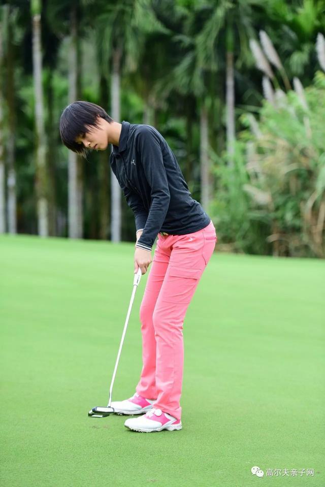全国青少年高尔夫球公开赛次轮 蔡丹琳无柏忌66杆称霸