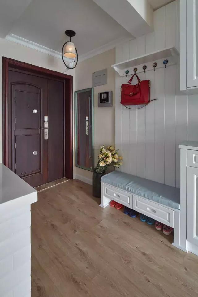 从进门的玄关柜,餐厅收纳柜到客厅电视柜,还有两个小房间的榻榻米设计图片