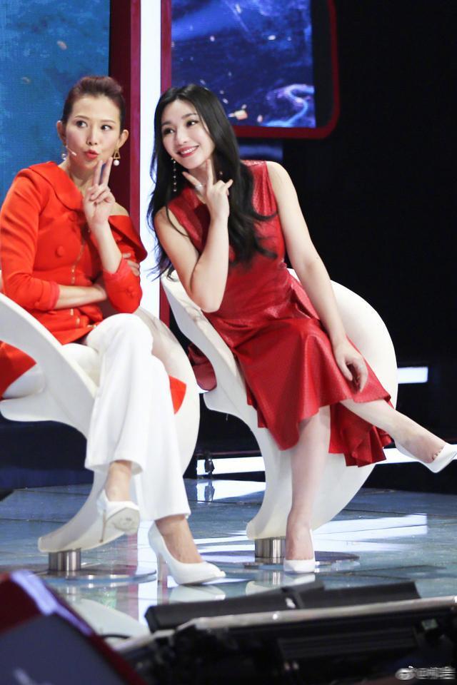 柳岩蔡少芬欧阳娜娜马丽同台风格迥异, 谁的红衣服穿的最好看?图片