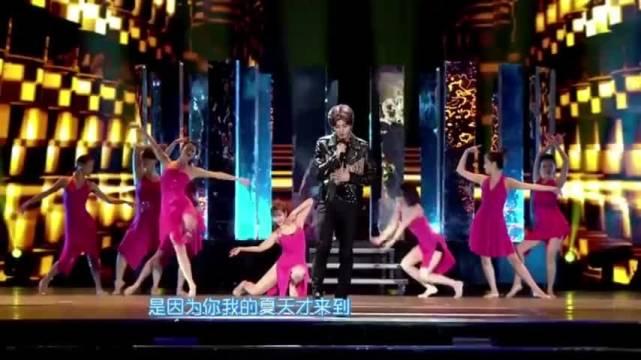 鹿晗演唱这首歌的现场版,真的非常好听!   