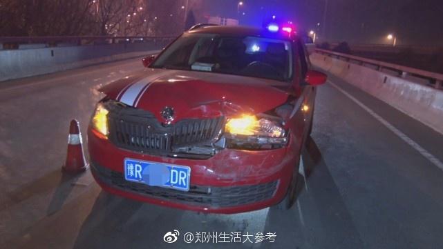疯狂!郑州一轿车见交警后发狂 连撞4车急速冲卡[吃惊]