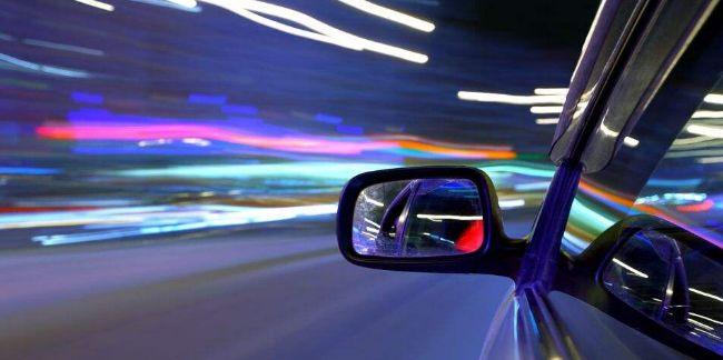 汽车冷知识!晚上开车时,车内为什么不能开灯?