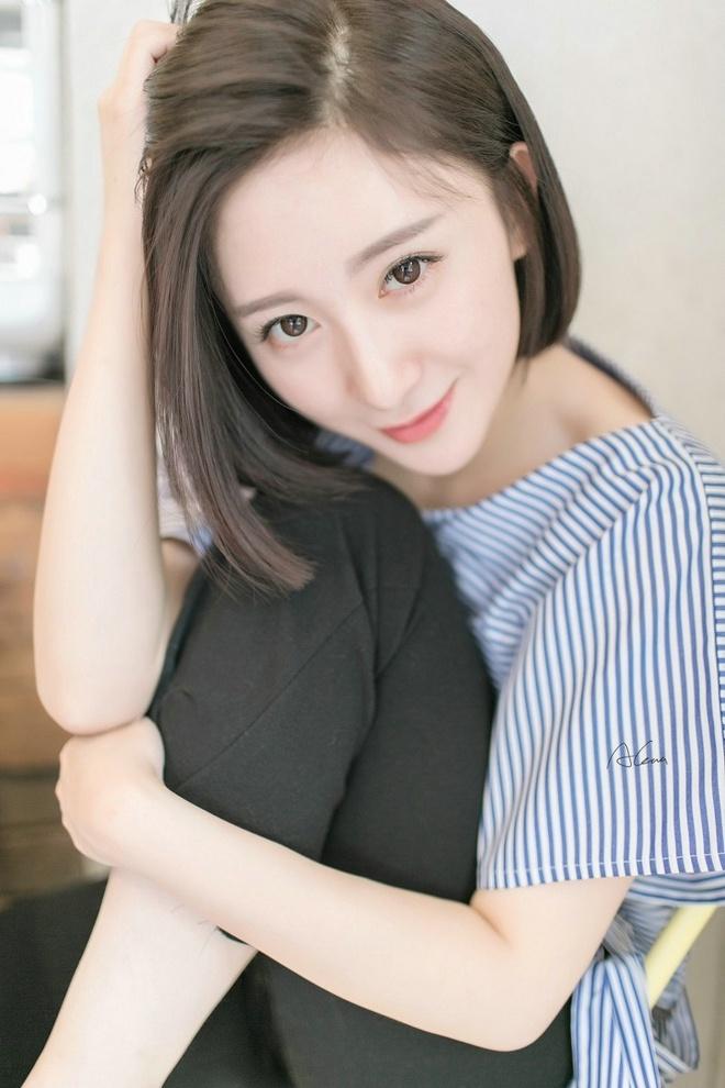 清新瓜子脸清纯短发气质美女时尚迷人俏皮可爱唯美写真