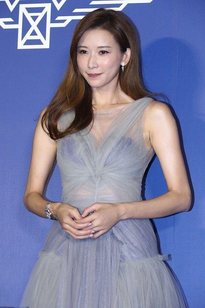 林志玲胆太大 薄纱裙里的紫色内衣一览无遗,网友 还不如不穿