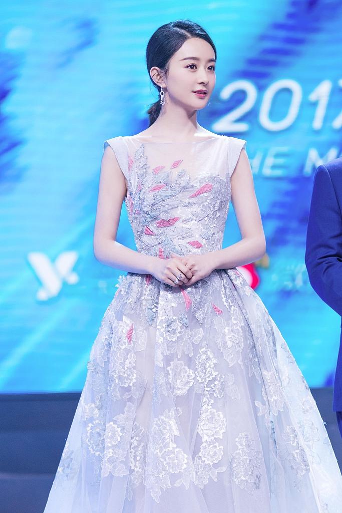 赵丽颖出席活动,公主裙上身仙气飘飘,31岁的年龄18岁脸让人羡慕