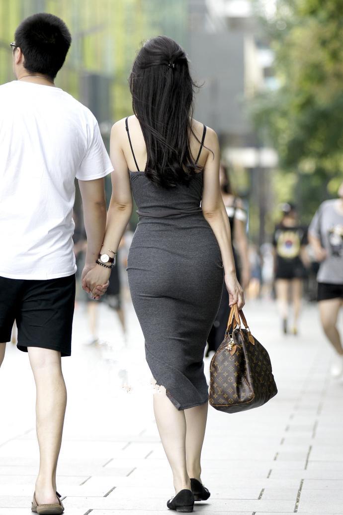 一身美女紧身西瓜包臀裙教师,光看灰色就足够迷人了少妇影音吊带背影图片