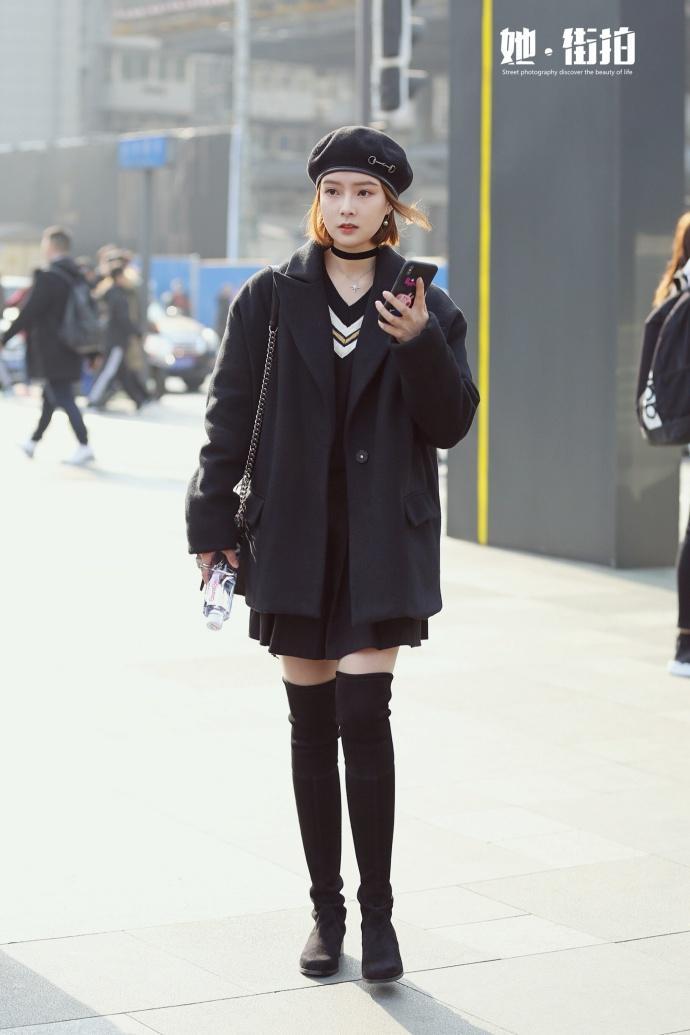 成都街拍, 名媛范小香风搭配过膝长靴, 满满的时尚感!